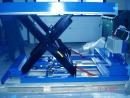 Podwozie przejezdne: Elementy napędowe są umieszczone pod platformą.